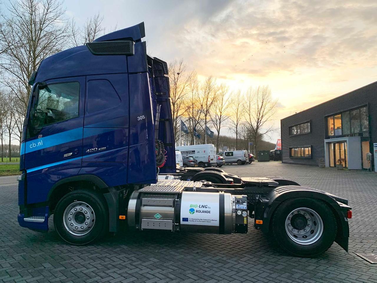 Volvo Trucks-dealer Van Dijk Trucks leverde de LNG-trucks aan CB. Het uitstekende klantcontact speelde een belangrijke rol bij de keuze voor Volvo Trucks..