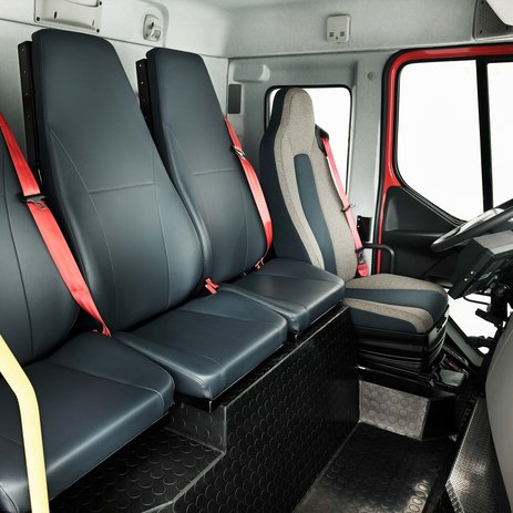 Volvo FE met vier stoelen en doorloop